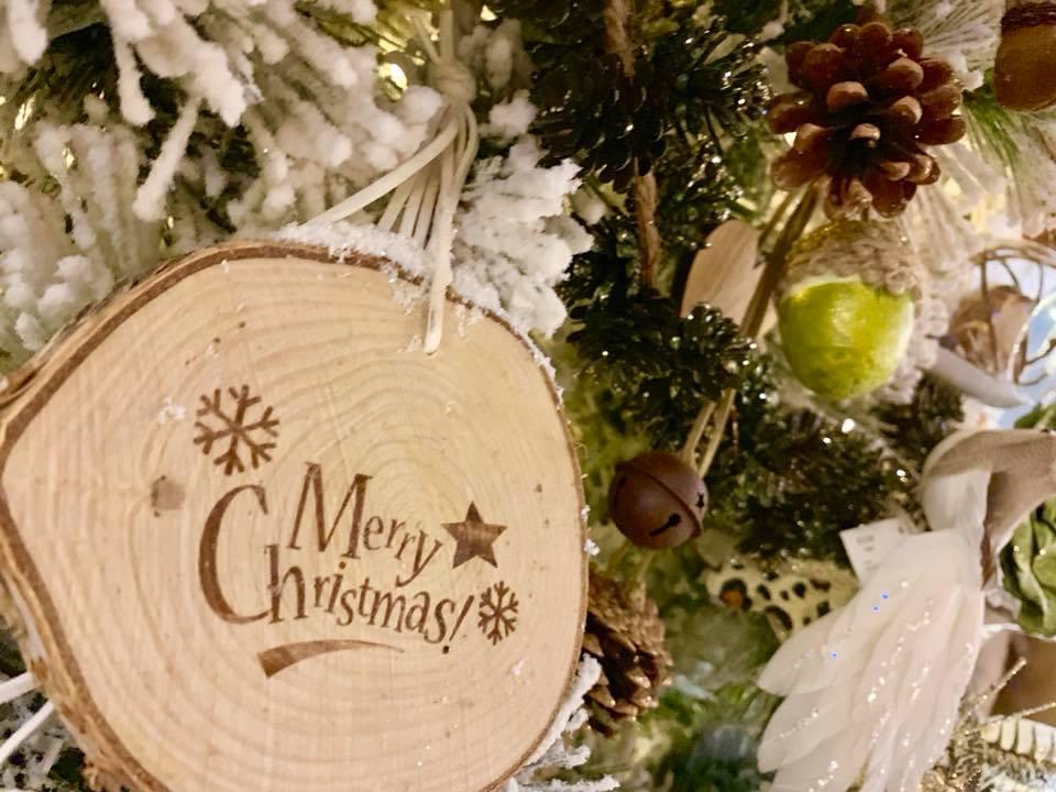Alberi E Decorazioni Natalizie.Decorazioni Natalizie E Addobbi Natalizi Nei Mercatini Di Natale